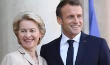Ursula von der Leyen, presedinta CE, primità pe peronul Palatului Elysée de presedintele Frantei Emmanuel Macron, octombrie 2019.