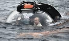 Vladimir Putin, la bordul unui minisubmarin, în Marea Neagră (Foto: Reuters/Alexei Nikolsky/RIA Novosti/Kremlin)