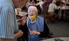 Auto-izolarea bàtrânilor, o nouà strategie de combatere a epidemiei de Covid-19 pentru a evita carantinele?