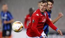 Vlad Chiricheş (în tricou roşu), în meciul cu FC Bruges (Foto: Reuters/Francois Lenoir)