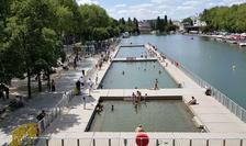 Trei bazine de înot sunt puse la dispozitie la Villette