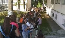 La Iași s-a stat ore întregi la rând pentru a vota și în zona căminelor studențești șii la alte circumscripții.