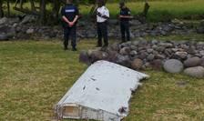 Fragmentul de avion găsit pe insula franceză Réunion (Foto: Reuters/Zinfos974/Prisca Bigot)