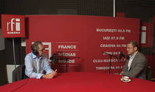 Constantin Rudniţchi și Alex Milcev in studioul de inregistrari RFI Romania