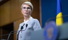 Raluca Turcan: Plecăm de la principiul că nici o evaluare nu poate să fie în afara materiei predate (Sursa foto: gov.ro)