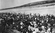 Evrei la trecerea Nistrului la Volcineț, 1941 - 1942