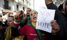 Algerieni denunţînd scrutinul prezidenţial, 7 decembrie 2019, Alger