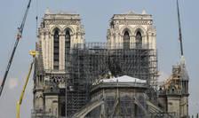 Pentru prima data în 200 de ani, Catedrala Notre Dame nu va oficia slujba de Craciun. În aprilie 2019 ea a fost partial mistuita de flacari iar ample lucrari au loc aici în prezent.