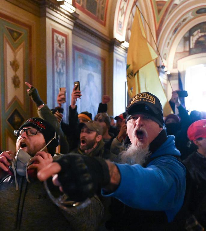 Demonstranți pro-Trump iau cu asalt Capitoliul