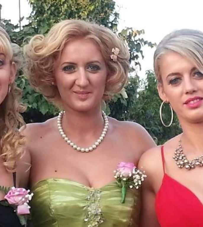 Surorile Pop: Lăcrămioara (în mijloc), Nicoleta (în dreapta) si Mia (în stânga).