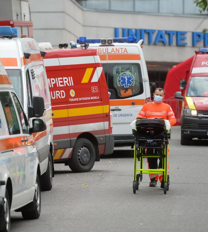 Ambulanțe la Spitalul Universitar de Urgență București, 6 octombrie 2021 (Sursa: MEDIAFAX FOTO/Alexandru Dobre)