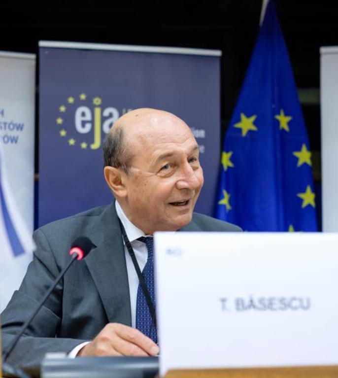 Traian Băsescu: Pentru mine, cel mai important lucru este să dau o mână de ajutor PMP (Sursa foto: Facebook/Traian Băsescu)