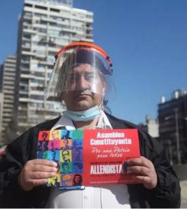 Un chilian militînd pentru schimbarea Constituţiei