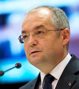 Primarul Clujului, Emil Boc, spune că este datoria autorităților locale să doteze școlile cu tot ce au nevoie pentru noul an școlar.
