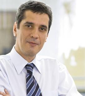 Pentru jurnalistul Iulian Anghel audierea miniştrilor este un spectacol deprimant, ca un dans al unor depravaţi pe mormintele altora.