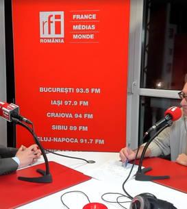 Radu Crăciun si Constantin Rudnitchi in studioul de emisie RFI Romania