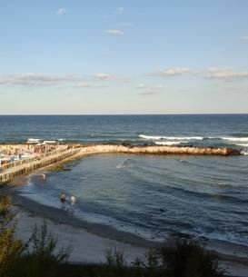 Doua zile pana la 1 iunie cand se deschid terasele si plajele. Guvernul inca nu a elaborat normele dupa care vor functiona unitatile de primire.  (Foto: RFI/Cosmin Ruscior)