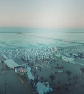 Plajă din Mamaia, la orele serii, vedere din telegondolă (Foto: RFI/Cosmin Ruscior)