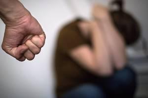 150 de femei au murit în Franta în 2019 din cauza bataii primite de la sotii ori fostii soti.