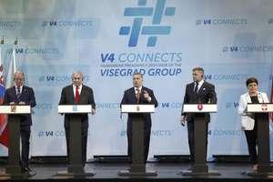 Primul ministru israelian Benjamin Netanahu şi membrii grupului de la Visegrad la o precedentă întîlnire la Budapesta.