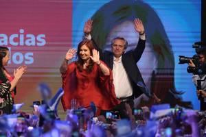 Fosta preşedintă Cristina Kirchner şi noul preşedinte Alberto Fernandez,  pe 27 octombrie, la Buenos Aires, după primul tur de scrutin al prezidenţialelor.