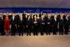 Preşedintele israelian Reuven Rivlin împreună cu liderii politici participanţi la comemorarea Holocaustului, 23 ianuarie 2020, Ierusalim.