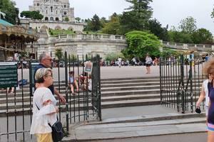 In cartierul Montmartre, multi trecàtori si-au dat jos masca încà din prima zi a ridicàrii restrictiilor. 17 iunie 2021.