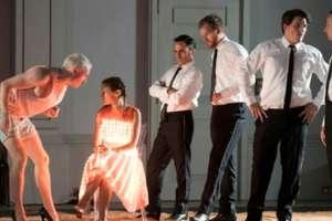 """Scenă din """"Ariana la Naxos"""" de Katie Mitchell, Aix-en-Provence"""