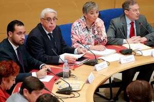 Alexandre Benalla (la stânga) a raspuns întrebarilor senatorilor din Comisia pentru Legi, Paris, 19 septembrie 2018.