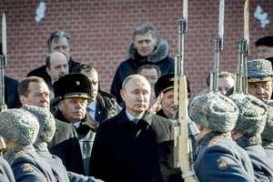 Vladimir Putin printre responsabili militari