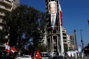 Chipul presedintelui Michel Aoun pe un afis electoral la Beirut în octombrie 2016