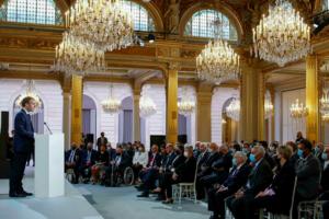 Palatul Elysée, 20 septembrie 2021, preşedintele Emmanuel Macron adresîndu-se unor harki sau descendenţi ai acestora
