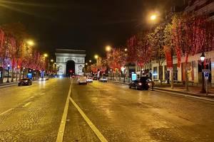Luminile de Cràciun vor ràmâne aprinse pe Champs-Elysées pânà pe 6 ianuarie 2021.