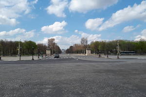Place de la Concorde si Avenue des Champs-Elysées, în timpul primei carantine din 2020.