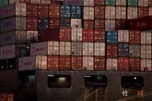 Containere chinezesti în portul Oakland, California