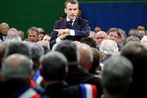 Emmanuel Macron în cursul unei dezbateri