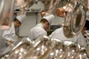 Din bucatariile restaurantelor franceze lipseste personalul - este nevoie de mii de oameni.