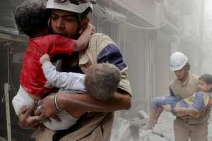 Copii luati în grijà dupà un raid al fortelor siriene într-un cartier din Alep, 2 iunie 2014