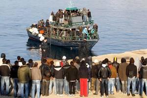 Flux migratoriu pe insula Lampedusa.