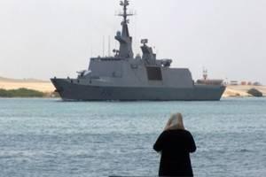 Fregata Courbet, a marinei franceze, în Canalul Suez în 2013.