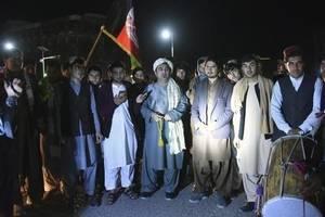 În Afganistan, americanii si talibanii au încheiat un armistitiu partial ce a intrat în vigoare sâmbata, 22 februarie. Duminica el era respectat.