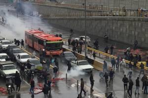 Manifestatii la Teheran contra scumpirii pretului la benzinà, 16 noiembrie 2019