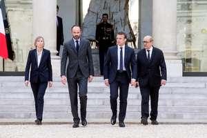 Presedintele Emmanuel Macron în compania premierului Edouard Philippe si a doi ministrii, Marielle de Sarnez si Jean-Yves Le Drain