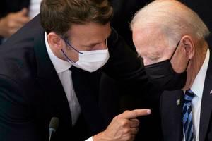 Presedintii francez si american, Emmanuel Macron si Joe Biden, la recentul summit NATO de la Bruxelles din luna iunie.