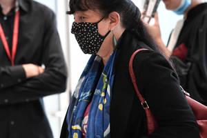 Marika Bret - Directoarea de Resurse Umane de la Charlie Hebdo în cadrul procesului deschis pentru atentatele produse în ianuarie 2015, Palatul de Justitie din Paris, 9 septembrie 2020.