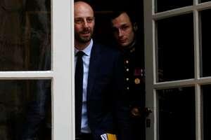 """Premierul Edouard Philippe i-a primit la Palatul Matignon pe toti responsabilii politici (aici Stanislas Guerini, LREM) pentru a gàsi o solutie le criza """"vestelor galbene""""."""