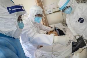 Medici, în spitalul Crucii Rosii din Wuhan, 16 februarie 2020