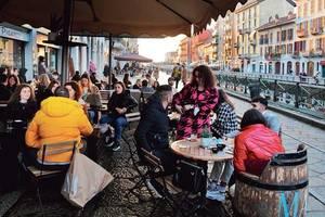 Milanezi se bucura de deschiderea teraselor si a restaurantelor, februarie 2021.