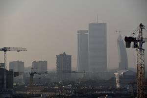 Orasul Milano si aerul sau poluat, fotografiat la începutul lui februarie 2020.