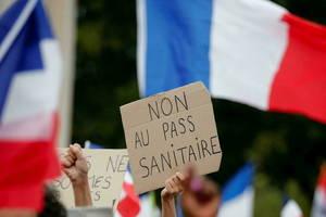 Peste 160.000 de manifestanți au protestat sâmbătă în Franța împotriva pașaportului sanitar, 24 iulie 2021.